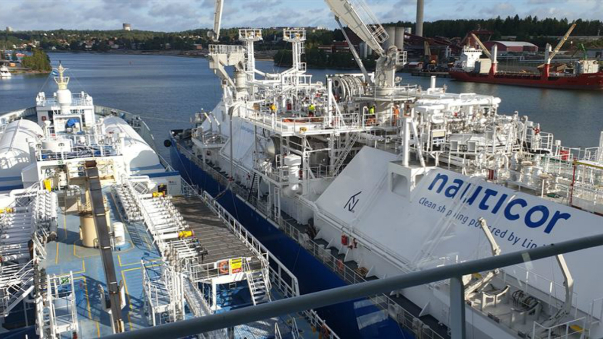 LNG bunkering operation first for Swedish port