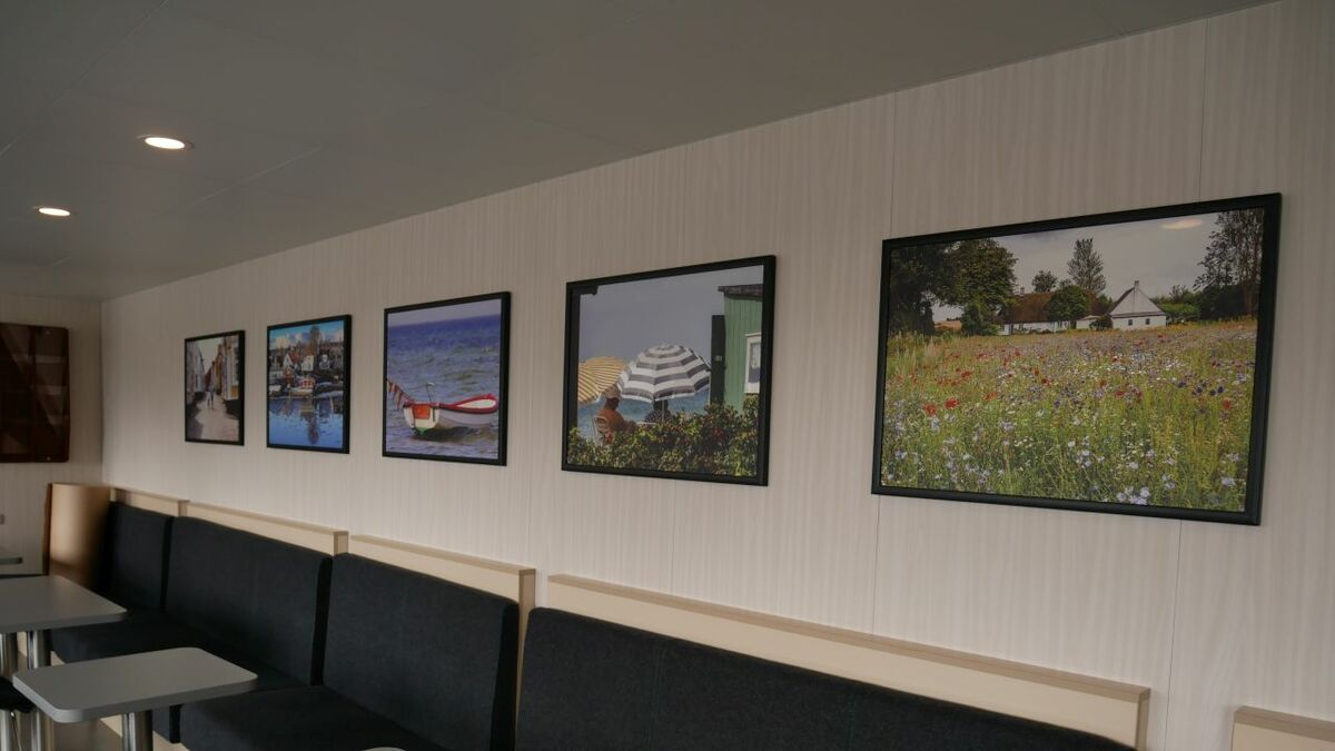 The artwork in the passenger space are photos taken on the island of Ærø in different seasons