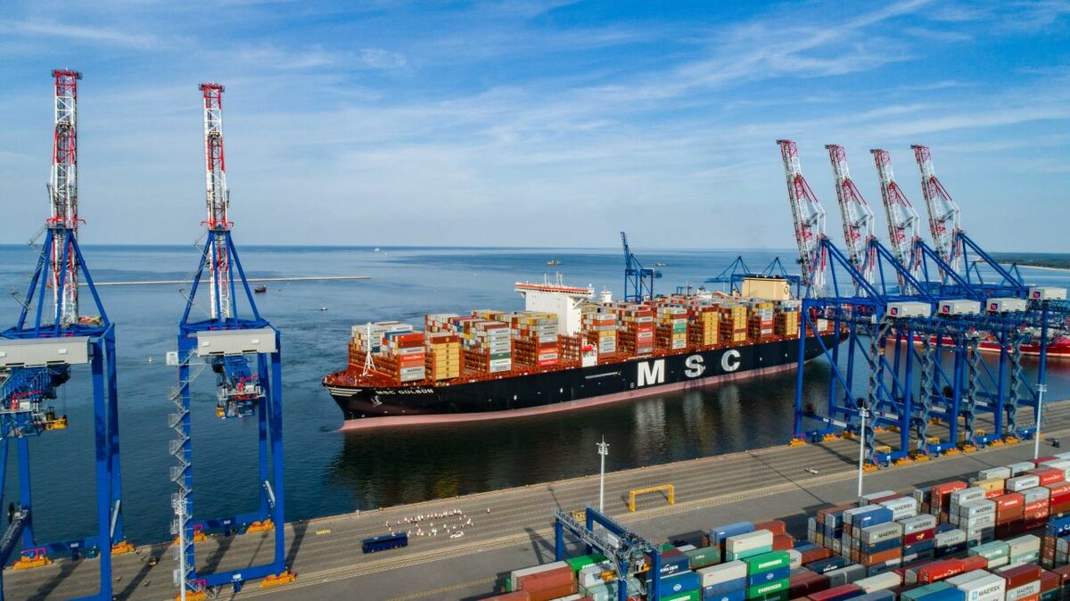 More efficient cargo handling for box ships
