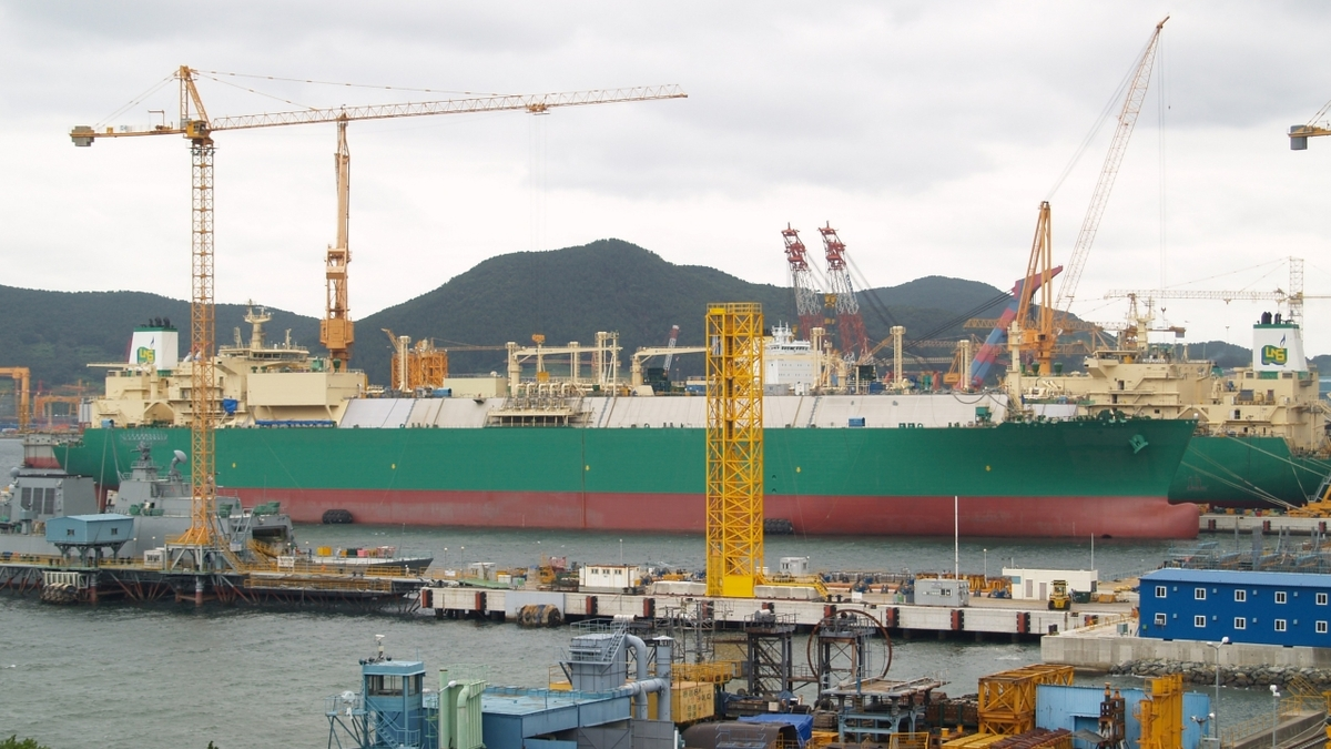 LNG carriers under construction at DSME shipyard, South Korea (public domain image from WikiCommons)