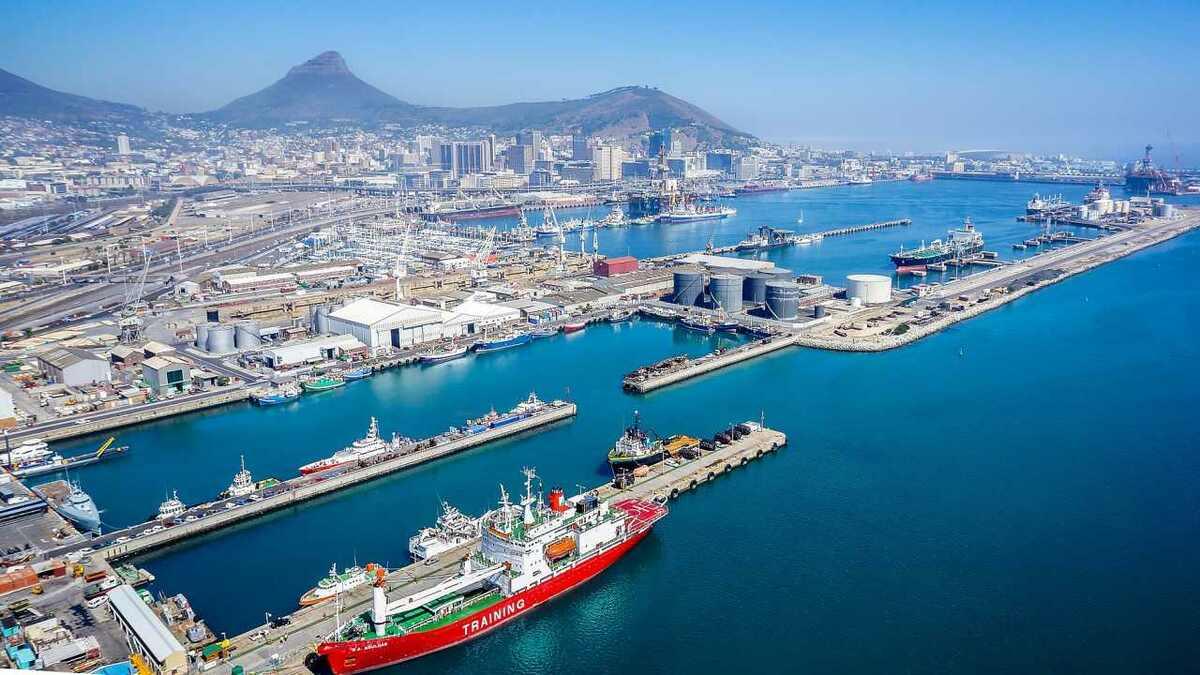 Transnet operations in Cape Townare affected by IT issues (source: Wikipedia/SkyPixels)