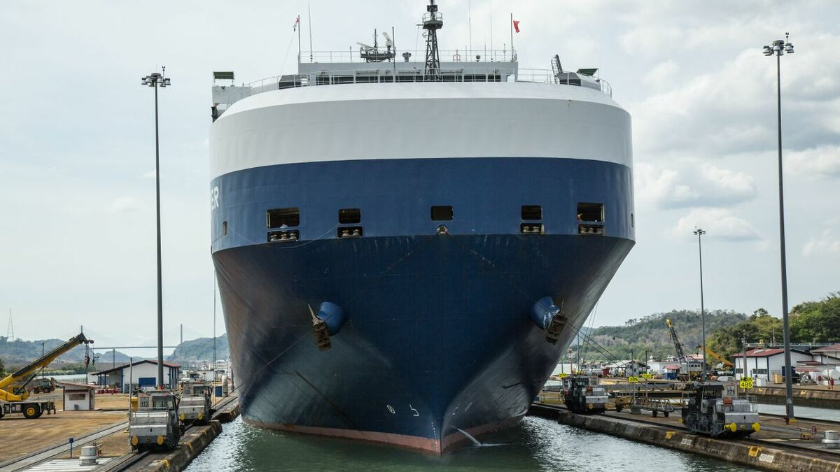 Box ships dominate Panama Canal's record tonnage