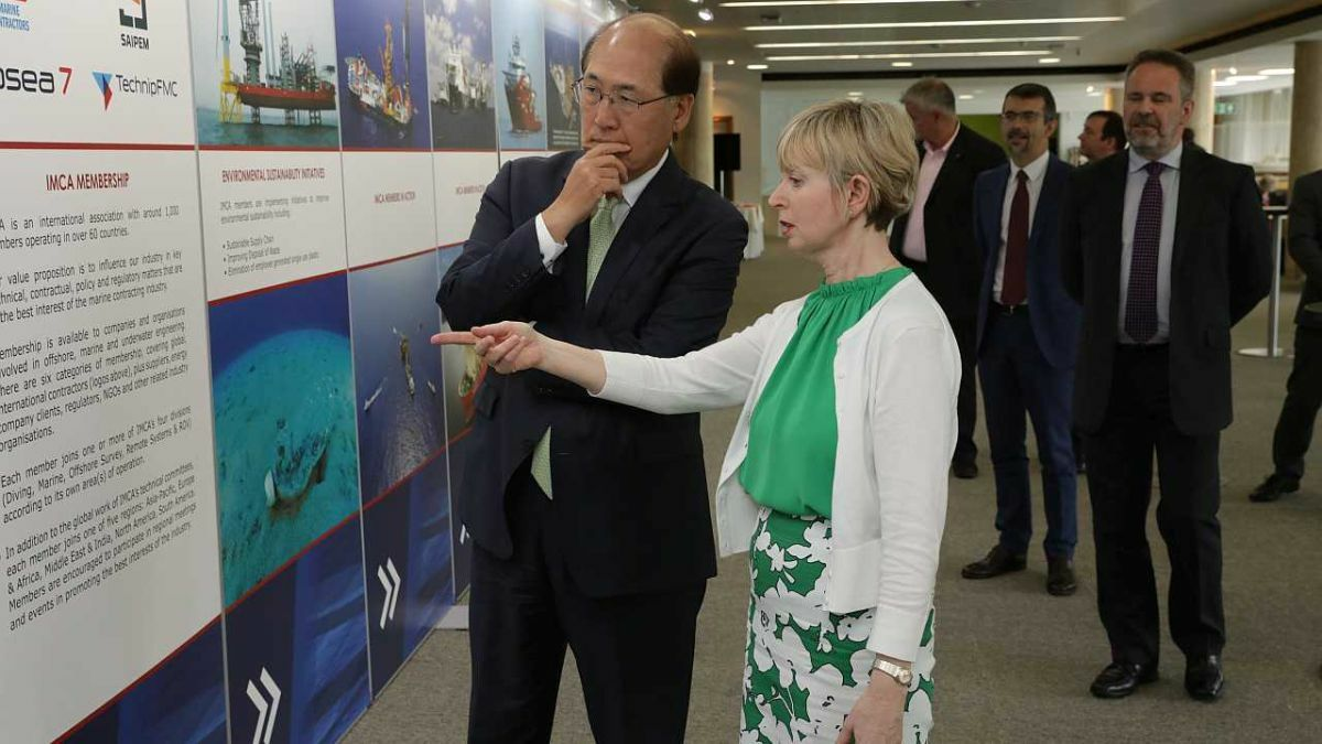 Margaret Fitzgerald presents IMCA's exhibition at IMO to secretary general Kitack Lim