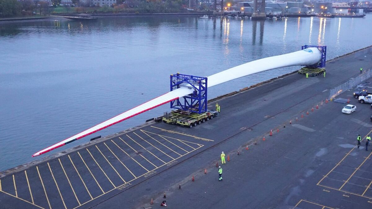 Blade for world's most powerful turbine arrives in Boston for testing