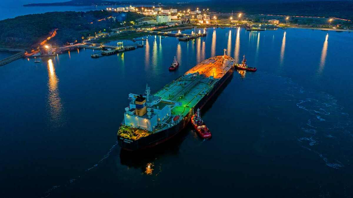 Data enables agents to ensure tugs are ready to manoeuvre an oil tanker into a terminal at night