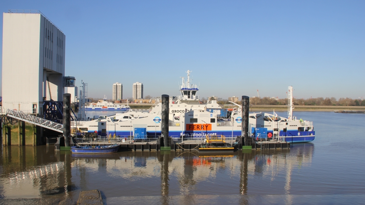 "Woolwich ferries (<a target=""_blank"" href=""http://bit.ly/2D8Hory"">Wikimedia image by Paul W</a>)"