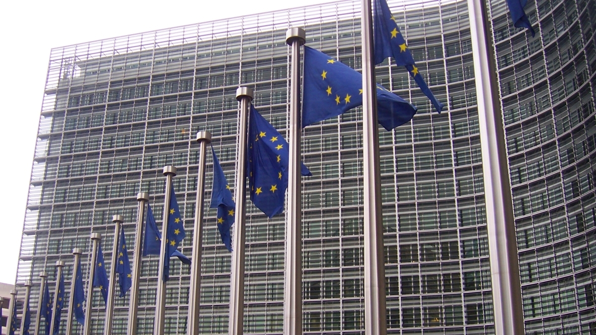 EU proposes emissions trading in shipping sector