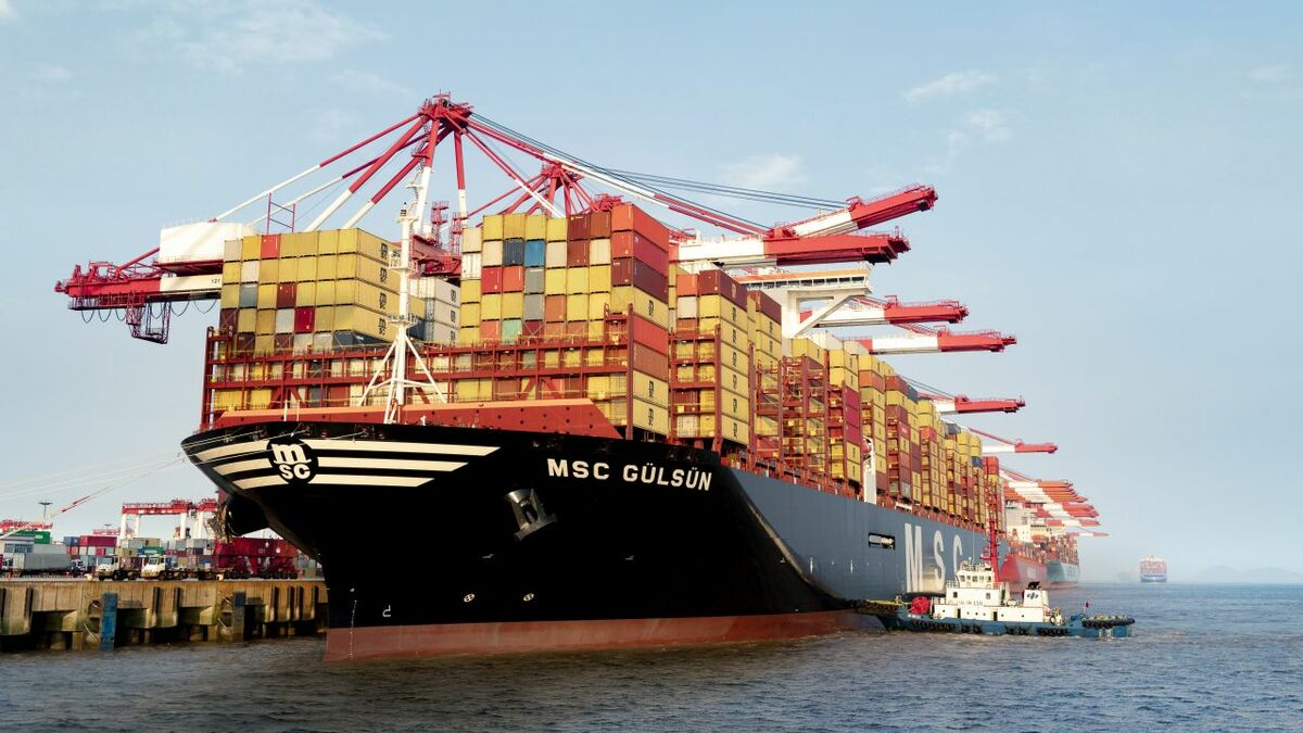 MSC Gülsün has energy-efficient features including  a bulbous bow and an exhaust gas economiser