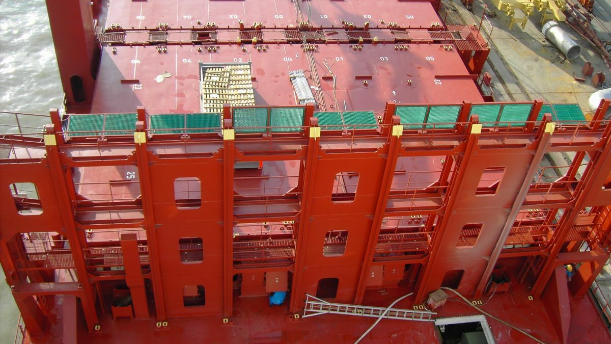 Cell guide design must cater for different widths of containers
