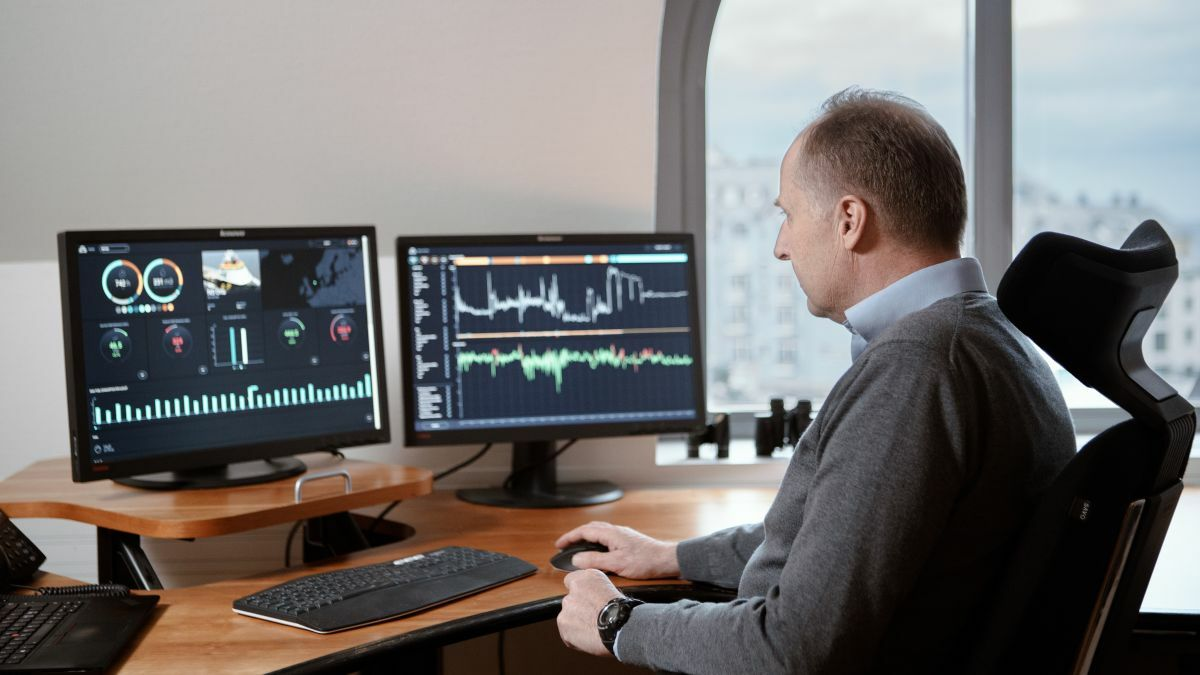 A Golden Energy Offshore manager monitors energy consumption on a PSV (image: Kongsberg)