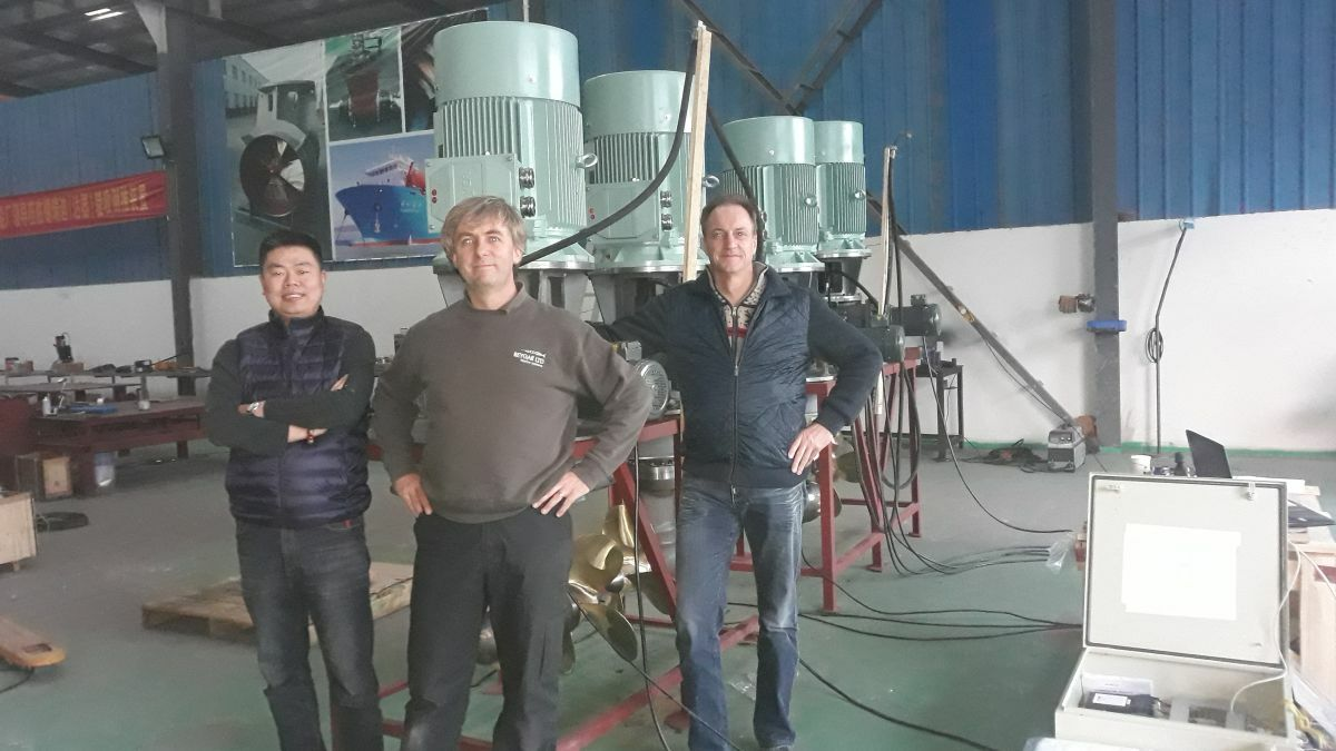 Chris Huxley-Reynard (Reygar) with Yuzhou Cao and Edy Vos (Dutch Thrusterleader)