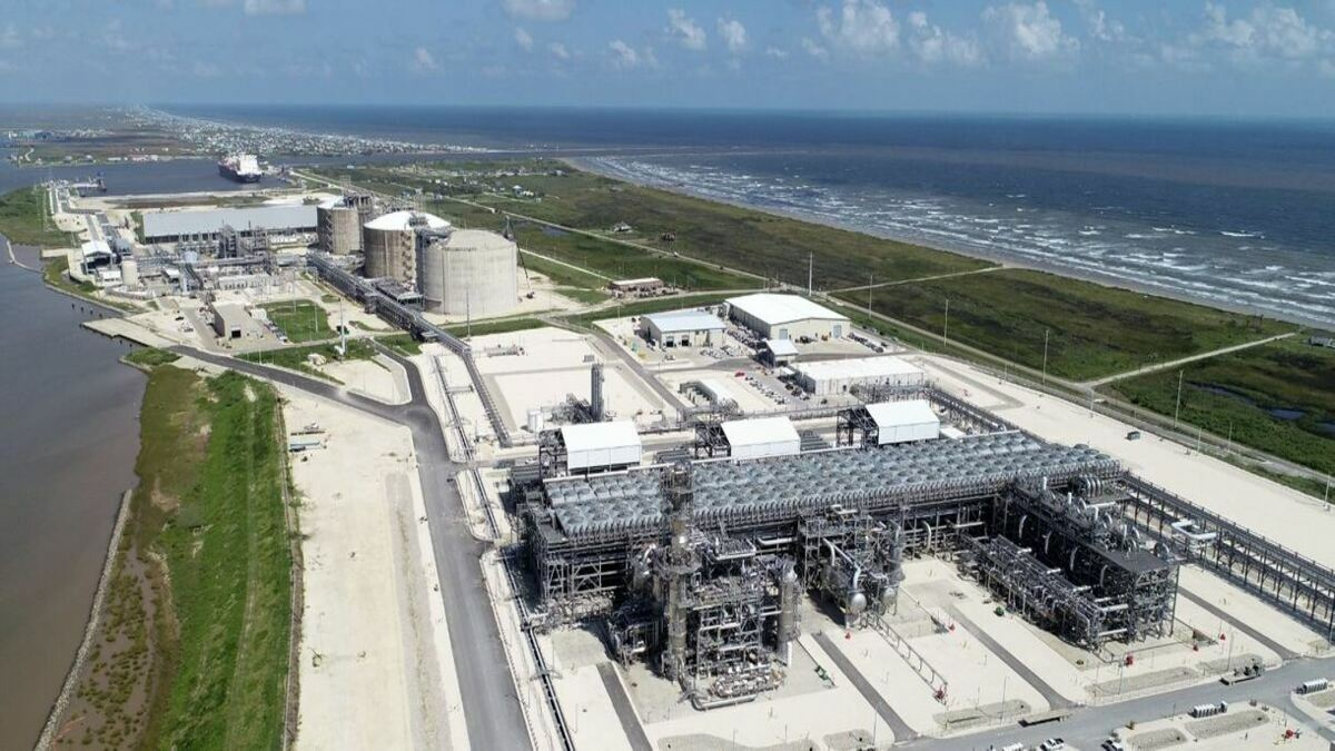 Freeport LNG begins commercial operation
