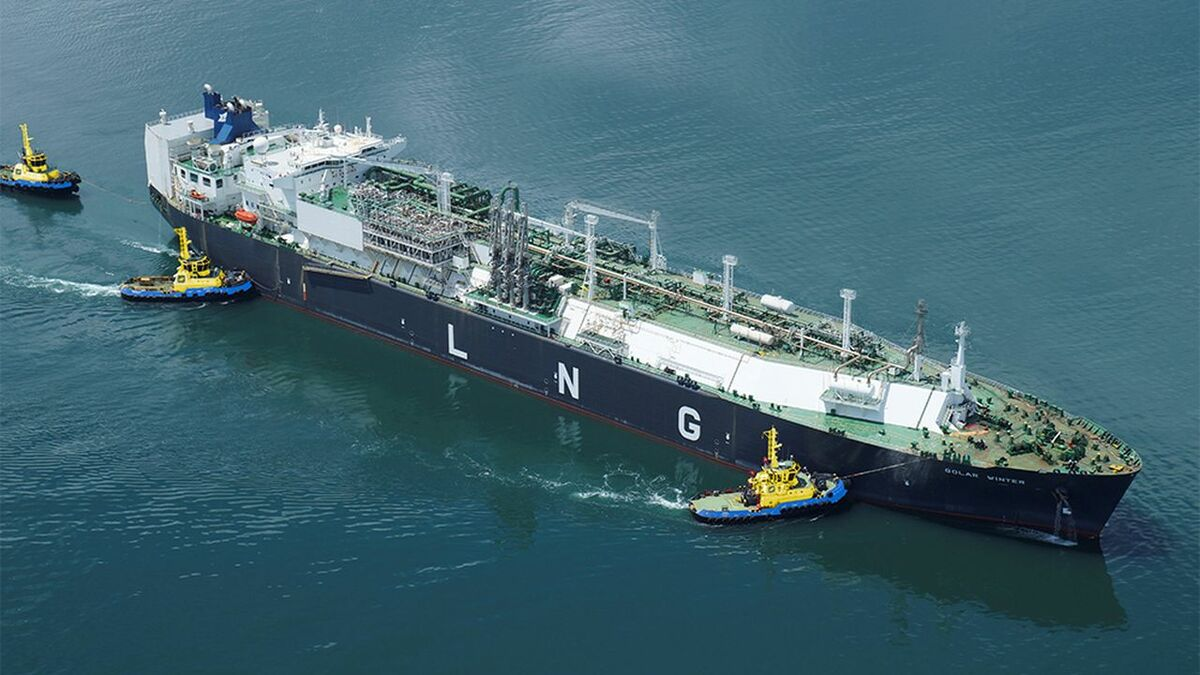 SAAM Towage tugs manoeuvre an LNG carrier to a terminal berth in Americas