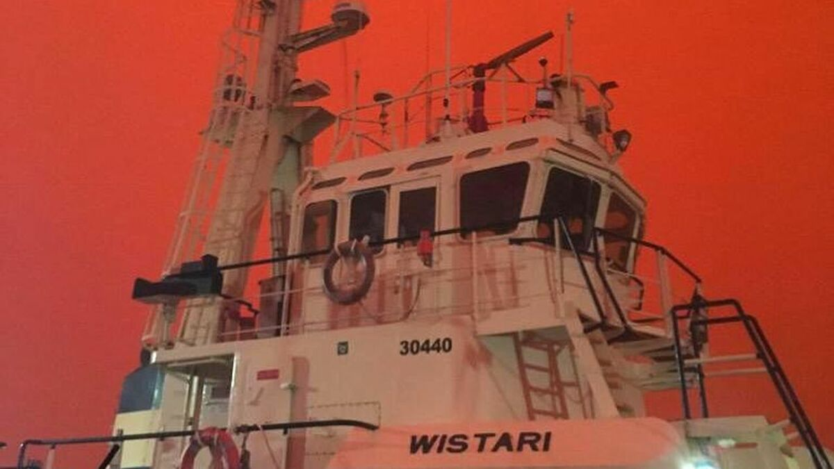 Svitzer Australia Wistari tug provides shelter to Eden residents as fire rages around the community