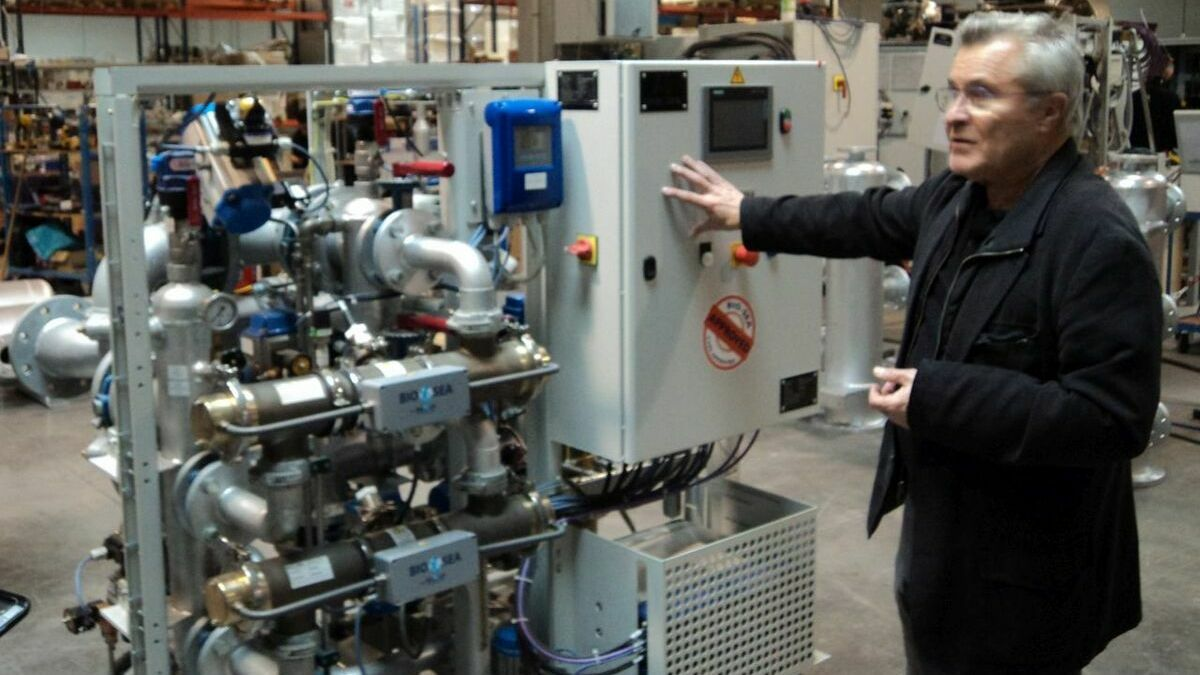 Benoit Gillmann (BIO-UV Group) with one of the BIO-SEA systems in the factory in France