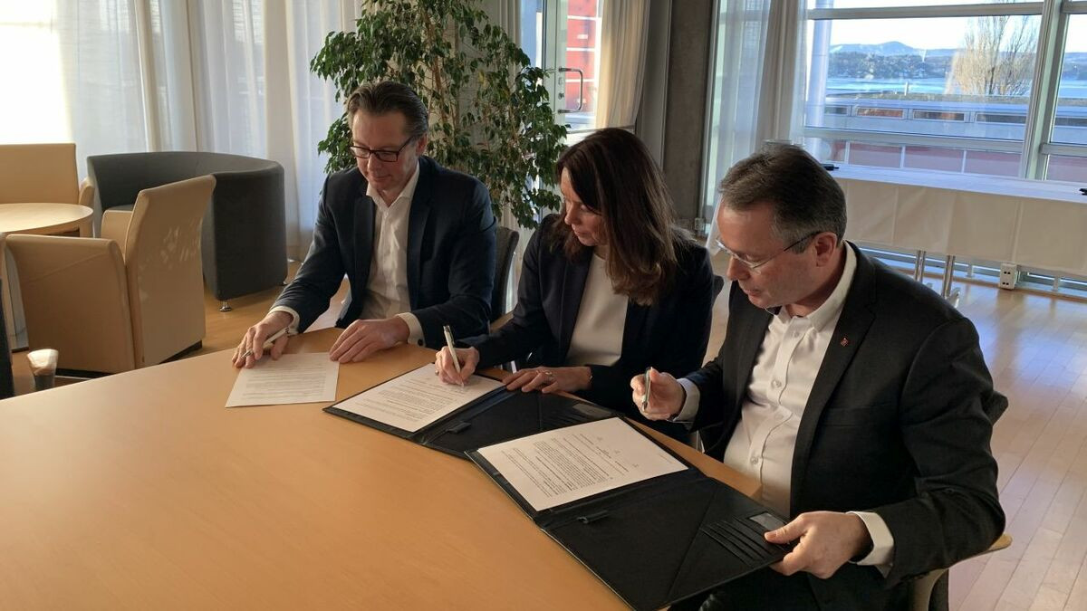 Kongsberg and DNV GL management signed a data sharing agreement in Norway