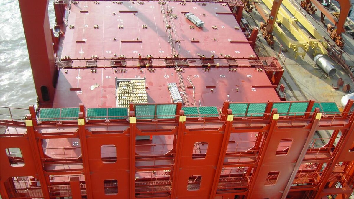 A cell guide design needs to cater for different widths of containers