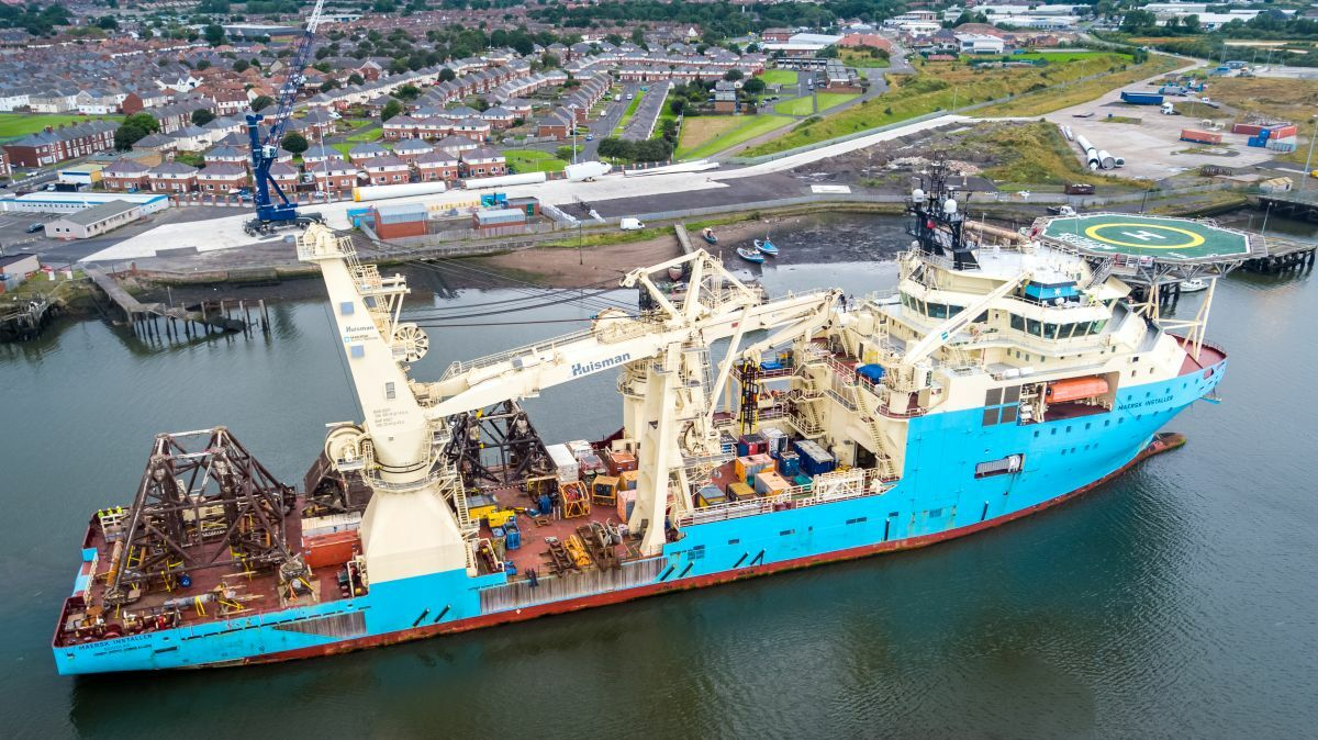 Maersk Installer was used to support decommissioning work at the Thames field in the UK North Sea