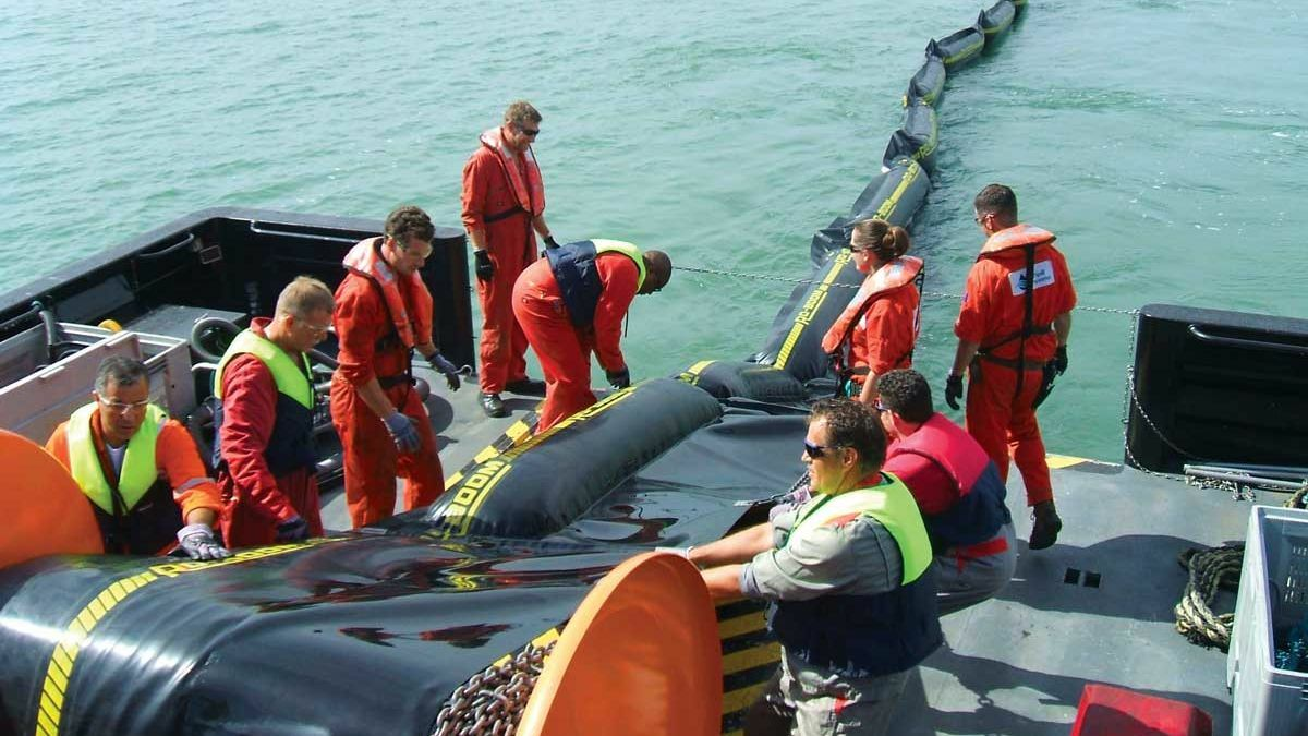 OSRL training crews to rollout oil containment booms