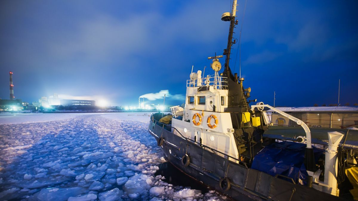 Battery power keeps the icebreakers operating in the harshest conditions  (image: TopLine Comms)