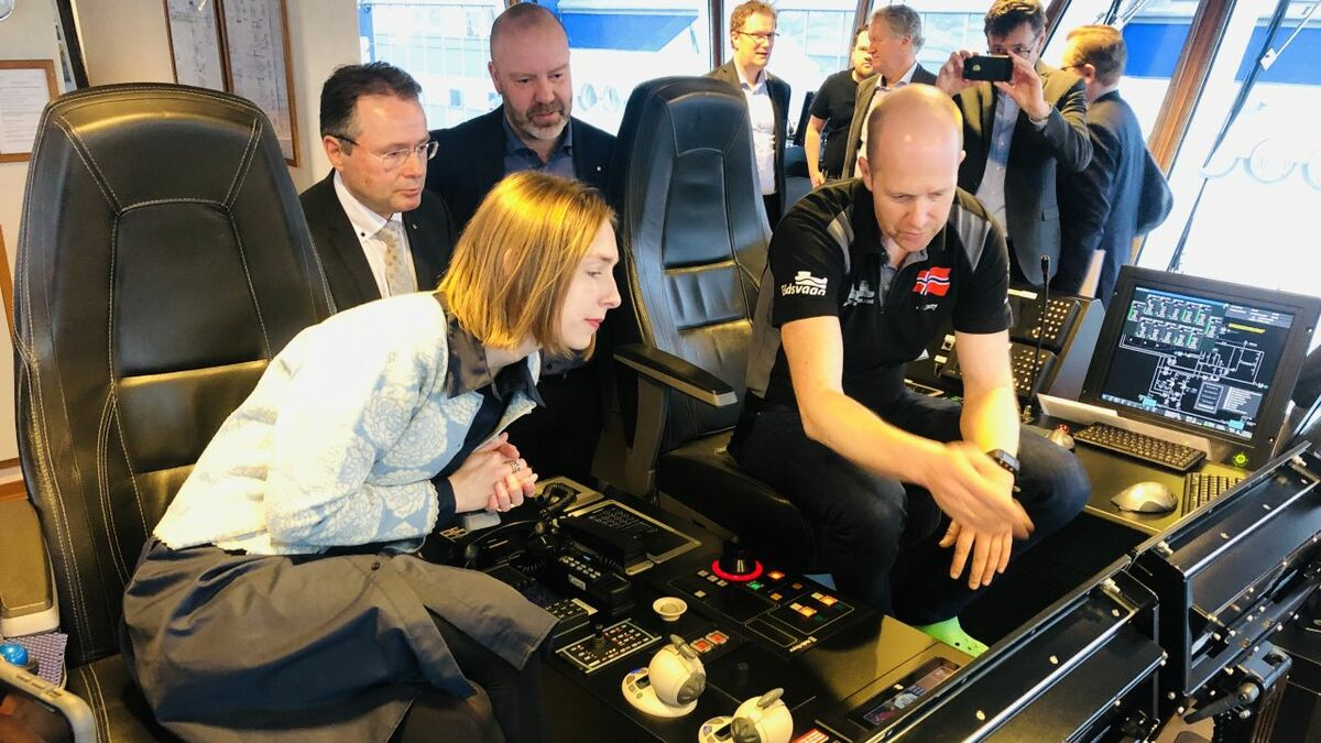 Norwegian research minister Iselin Nybø reviews bridge technology on board Eidsvaag Pioneer