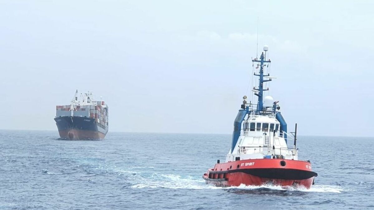 Kotug RT Spirit salvages container ship EM-Oinousses back to safety