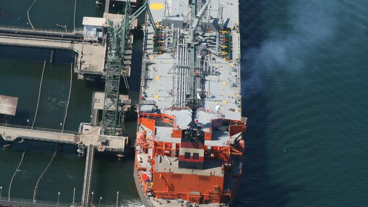 California to extend in-port emissions reductions to tankers
