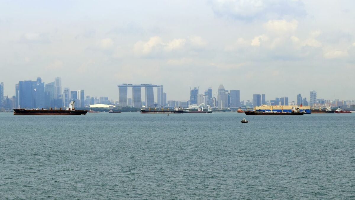 Shipping, tugs and barges are under threat of piracy in the Singapore Strait