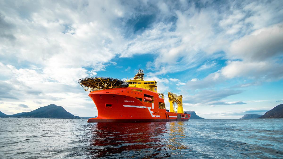 Viking Neptun has a 400-tonne crane for construction support (image: H Brandal/Salt)