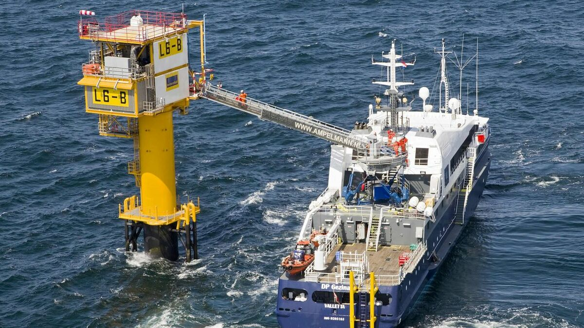 Walk-to-work vessel supports maintenance on a NUI in the North Sea (credit Ampelmann)