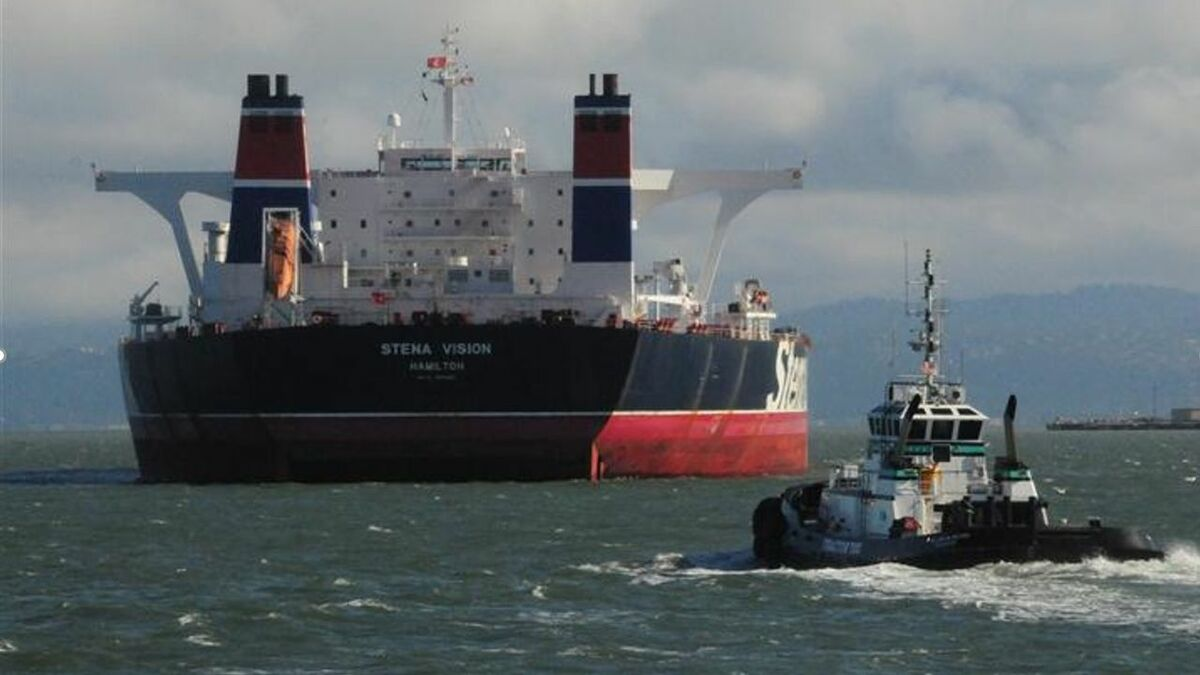 Centerline Logistics' tug assists a Stena tanker in a US oil terminal
