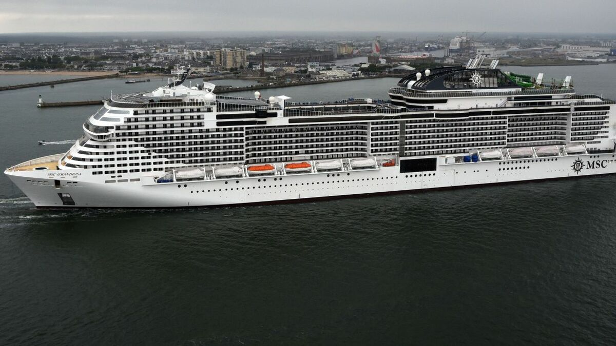 MSC Grandiosa leaves the shipyard Chantiers de l'Atlantique with multiple VSAT antennas