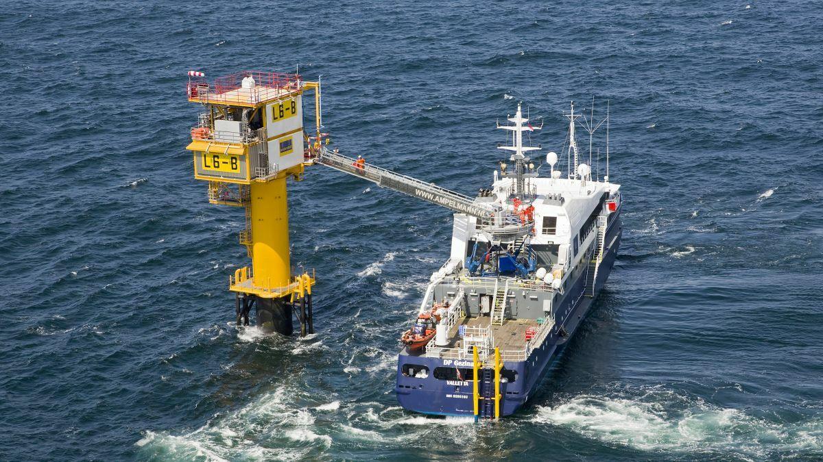 An Ampelmann A-type gangway links a W2W vessel to a North Sea wellhead platform