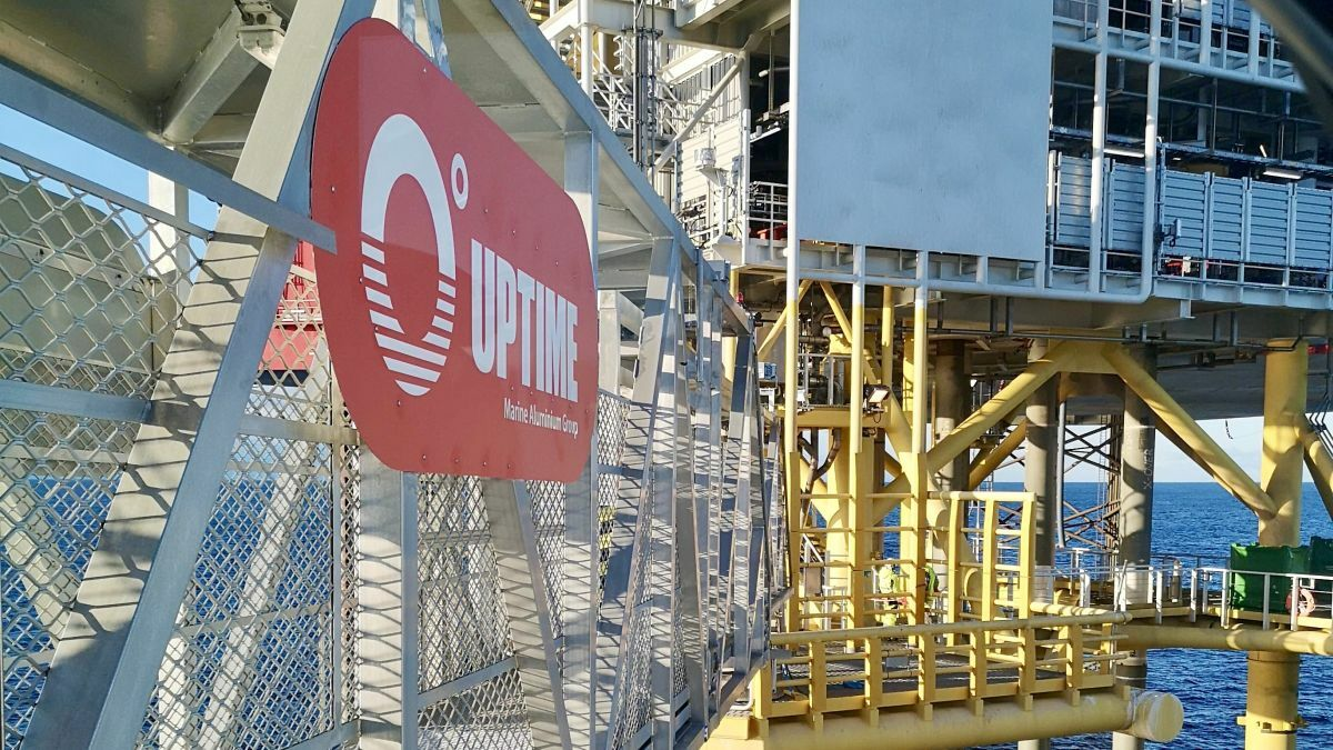 Uptime's gangway enables personnel to transfer from a W2W vessel to an offshore platform