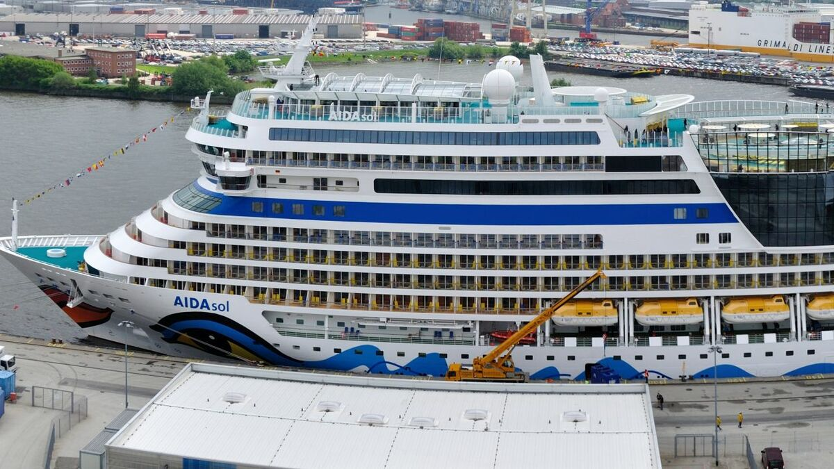 AidaSol at the cruise terminal in Hamburg after using Navi-Port JIT solution