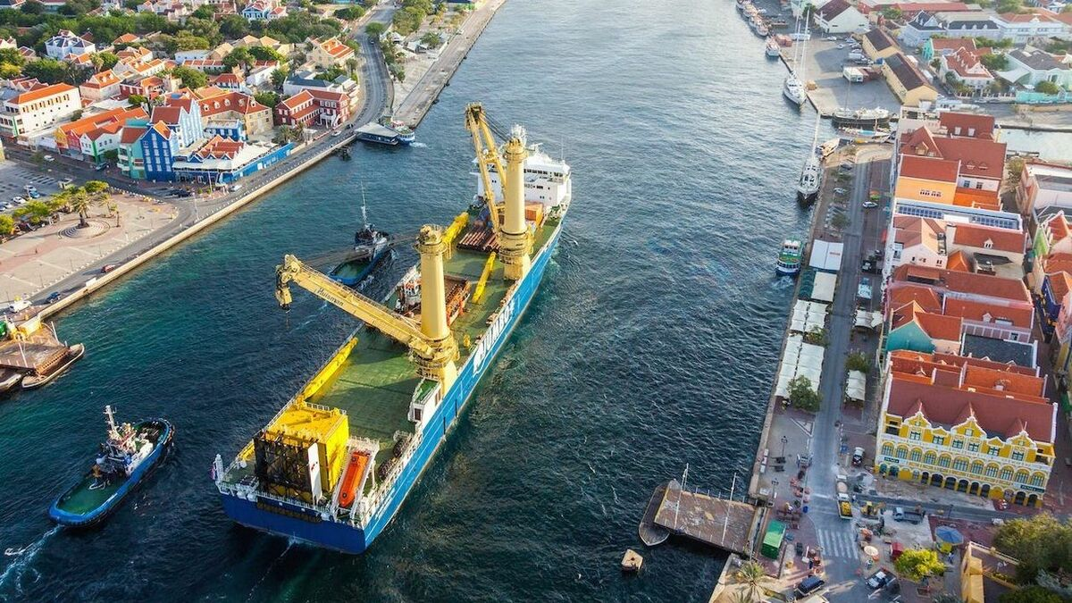 Jumbo's K3000-class vessels have a large deck and excellent lifting capacity