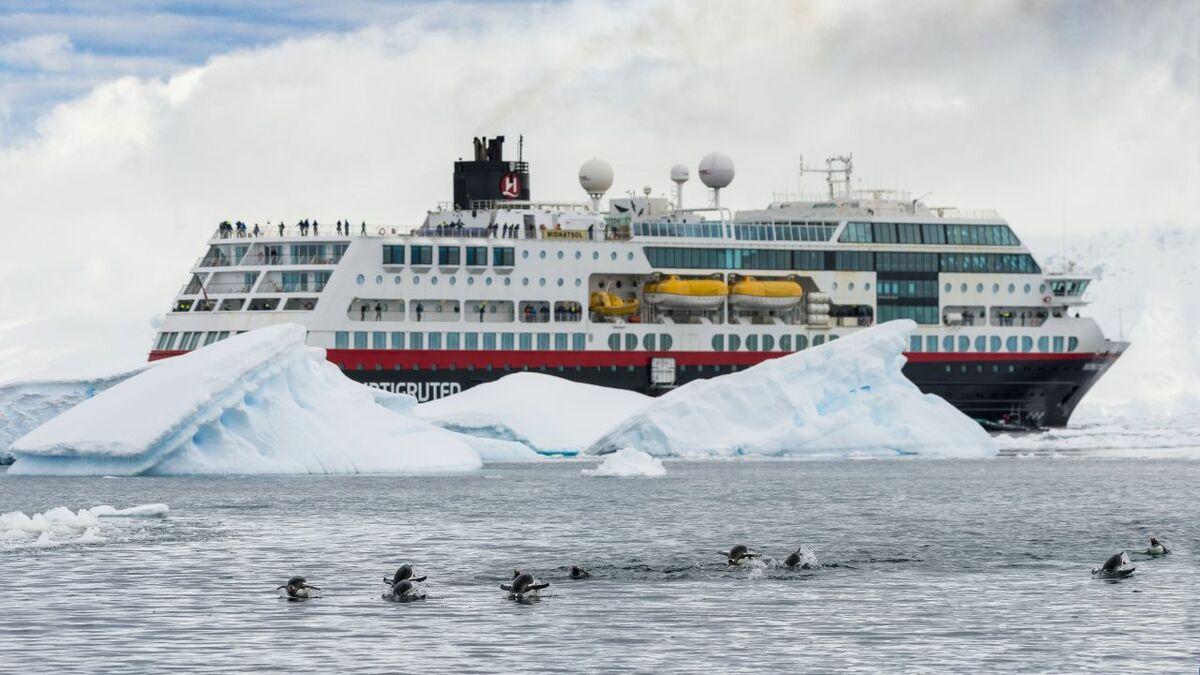 Jotun's Marathon IQ2 is being used by  Hurtigruten's fleet (credit: Karsten Bidstrup/Hurtigruten)
