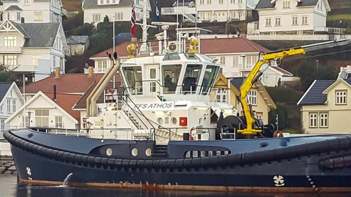 FFS Athos is an EDDY TUG 30-65 design with a marine crane