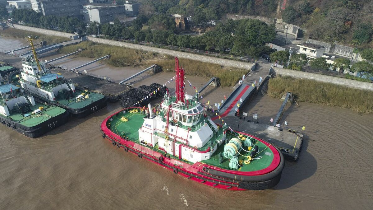 Chinese port achieves LNG-fuelled tug milestone