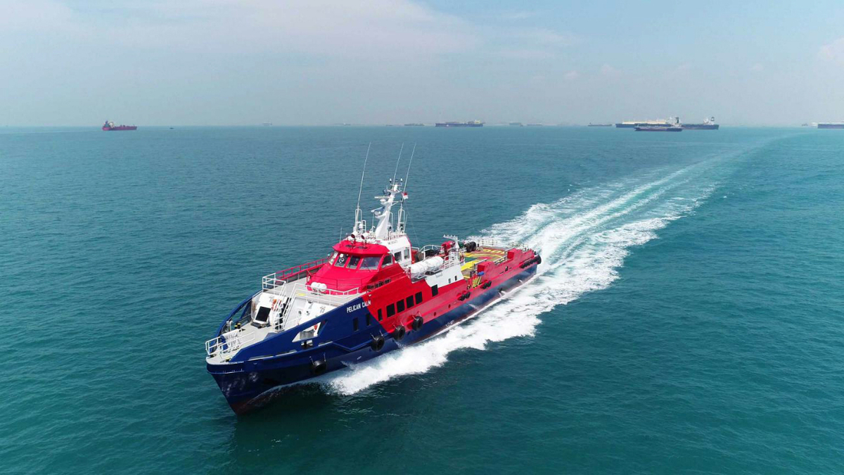 With three Cat main engines, Pelican Calm can reach speeds of 30 knots