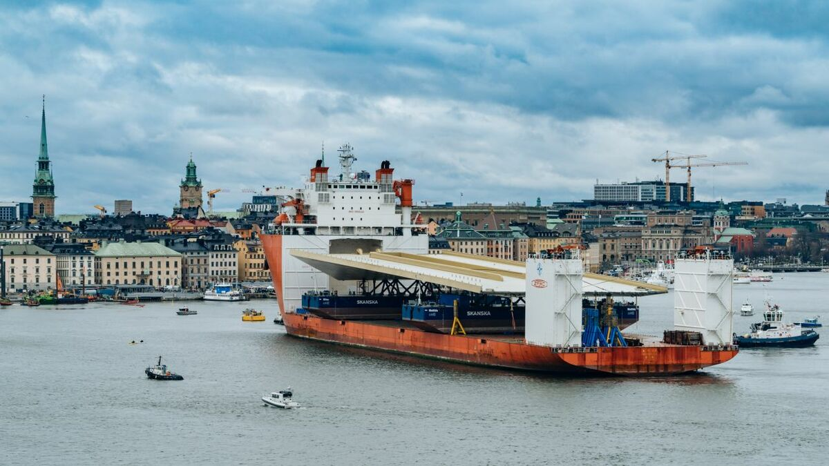 Tugs assist COSCO heavy transport ship with Guldbron in Port of Stockholm (GAC)