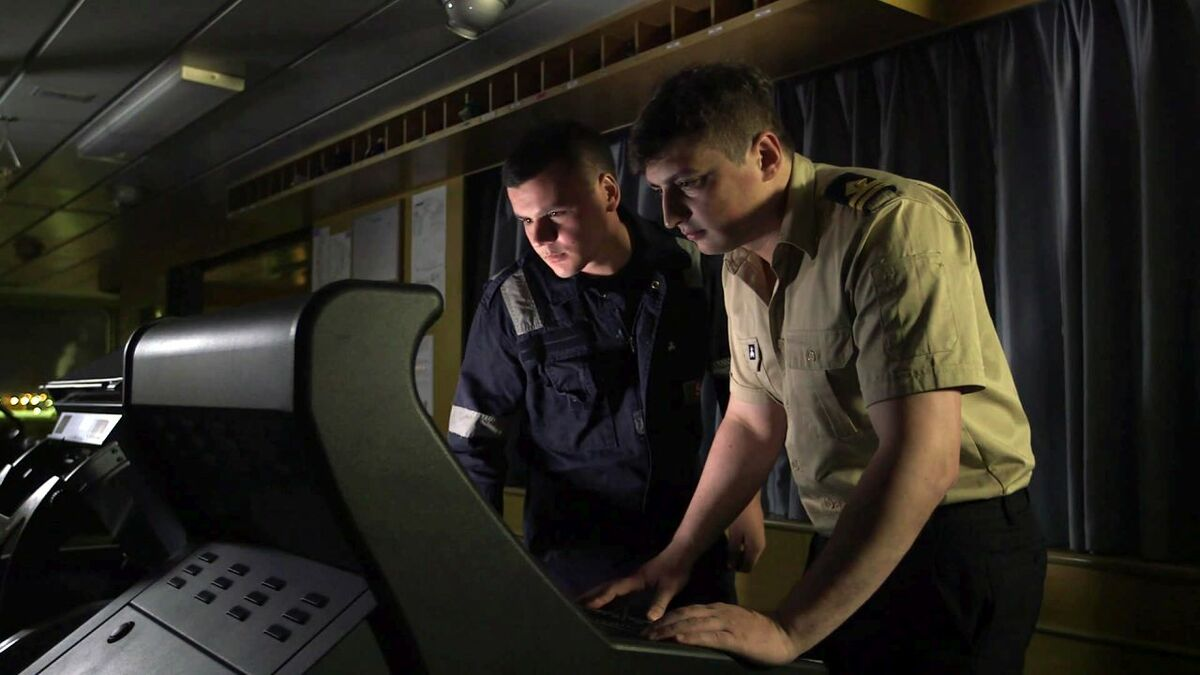 Bridge teams learn about operating ECDIS using a Videotel training program