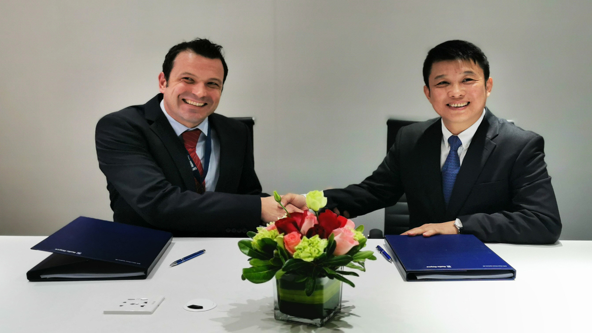 Rolls-Royce Power Systems MTU Greater China president Tobias Ostermaier (left), and VPower regional director, China Thomson Tang