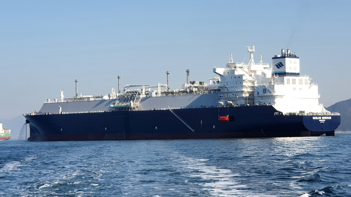 Following delivery, GasLog Windsor went on a seven-charter with Centrica