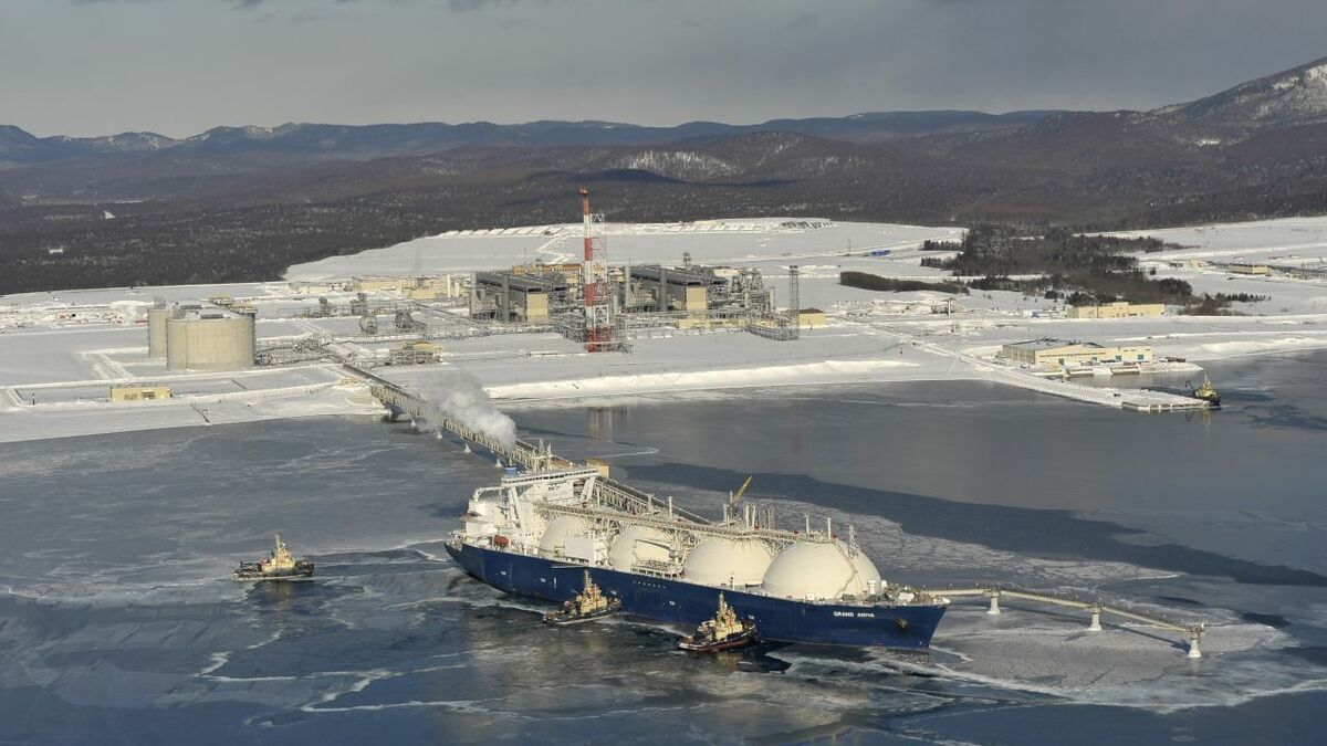 Svitzer tugs support an LNG carrier loading in Sakhalin, Russia