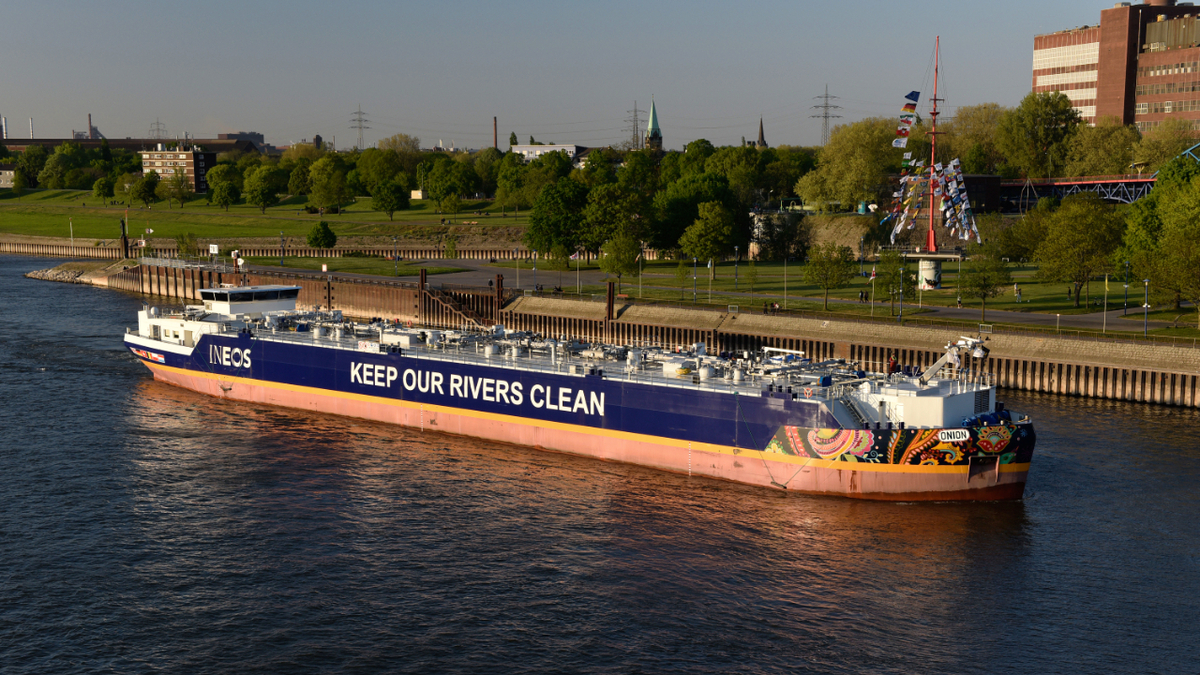 'Super-sized' newbuild gas barges largest on Rhine