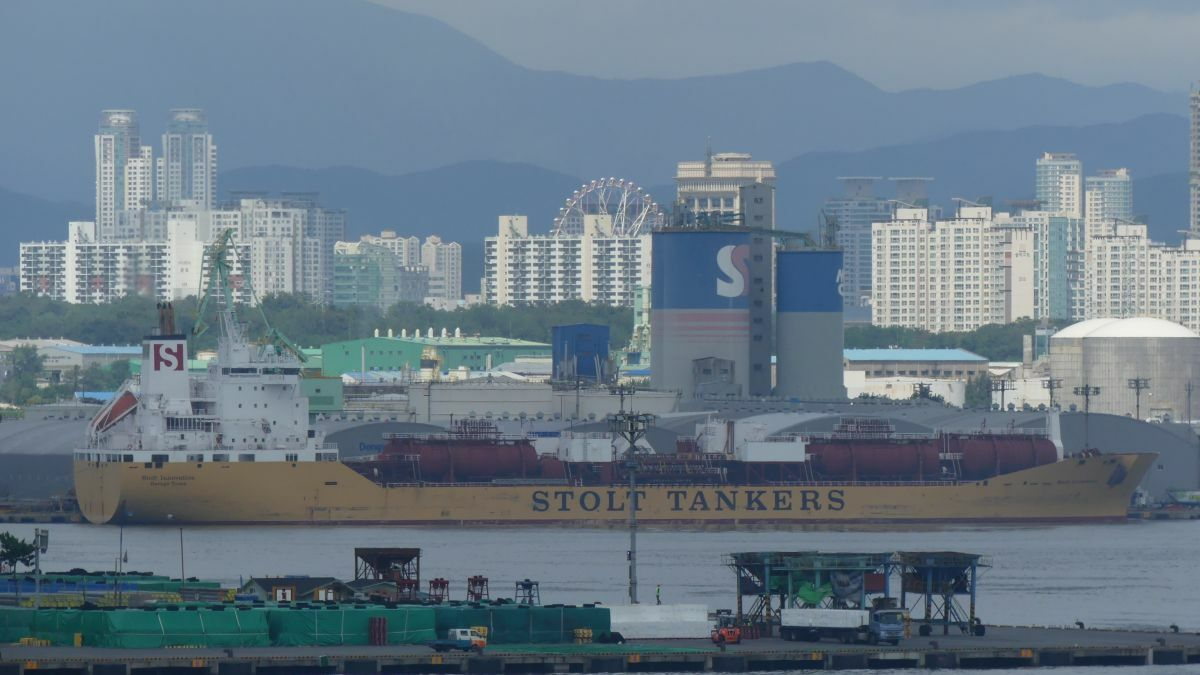 Port of Ulsan: Slow down, save fuel, and be paid for doing so (image source: Craig Jallal)