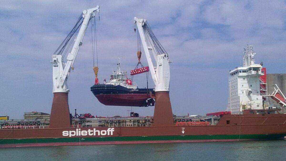 VB Longchamp tug is unloaded from heavy lift ship Pauwgracht in Le Havre