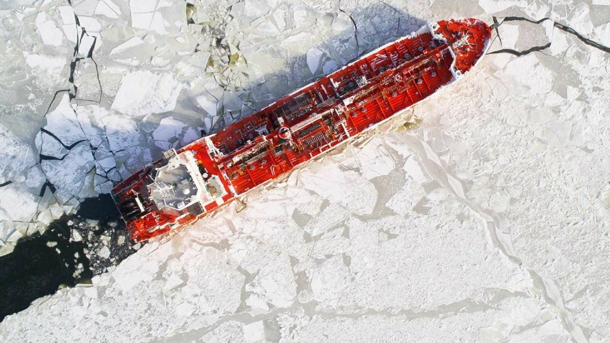 Essberger in ice. An Essberger tanker plays a central role in demurrage case law (image: Essberger)