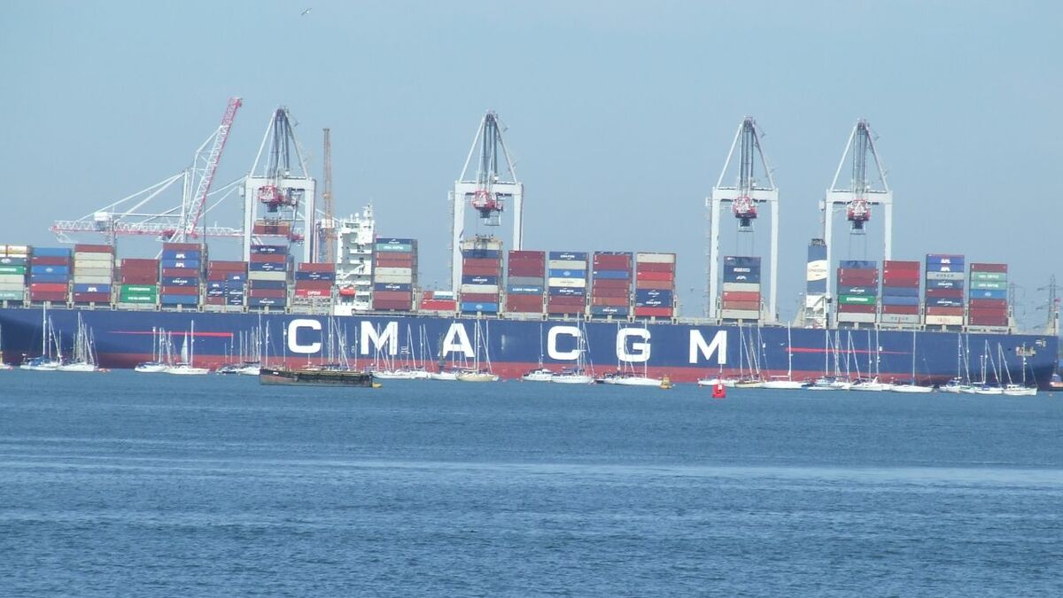 Container ships use standards for global trade and port information exchange